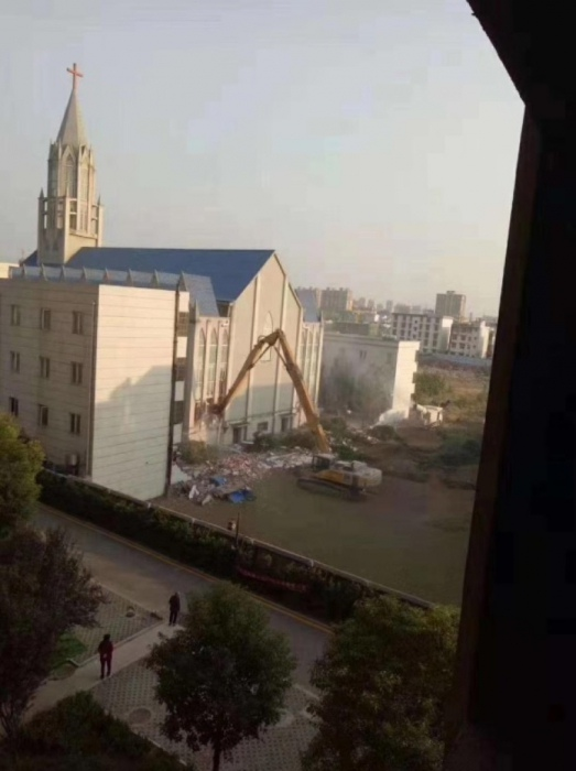 Власти Китая рушат церкви