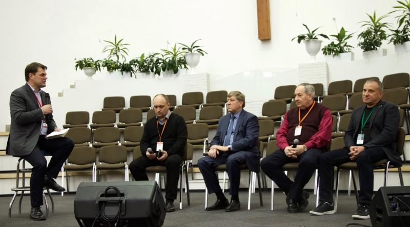 Дискуссионная панель во время пасторской конференции