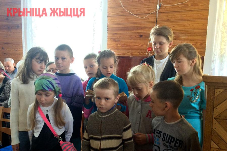 В служении постоянно участвуют дети