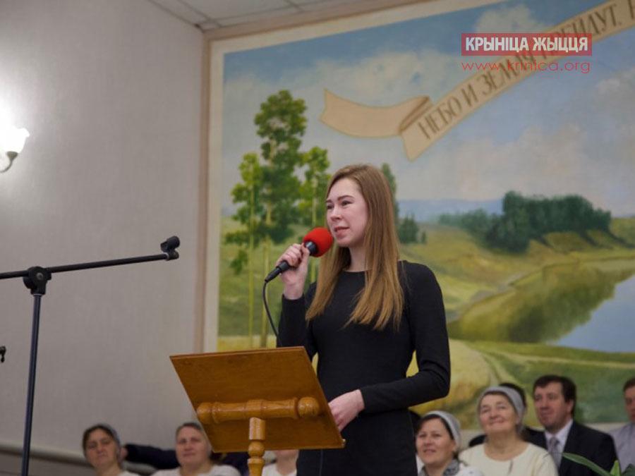 Валерия из Гродно рассказывает стихотворение в церкви д. Рубель